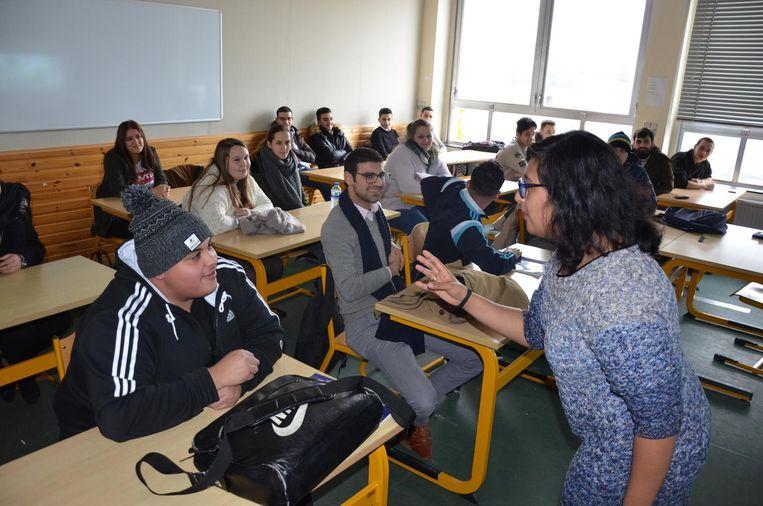 VDAB-woordvoerster Shaireen Aftab schuwde het debat met de leerlingen niet.