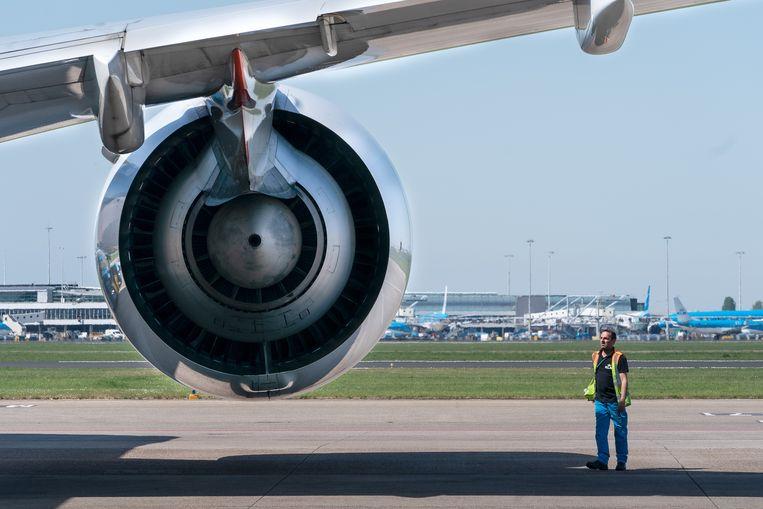 Bij het schoonmaken van vliegtuigcabines worden schadelijke middelen gebruikt. Voor het gebruik van die middelen is een ontheffing verleend. Beeld Getty Images