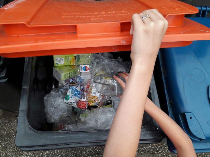 Geen grijze container meer bij huis, maar een oranje kliko, voor plastic, metaal en blik. In Zeewolde levert dat aanzienlijke winst op in de kilo's restafval.