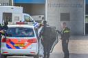 De arrestatie van een van de Colombianen vrijdagmiddag bij het ontmantelde drugslab in Arnhem.
