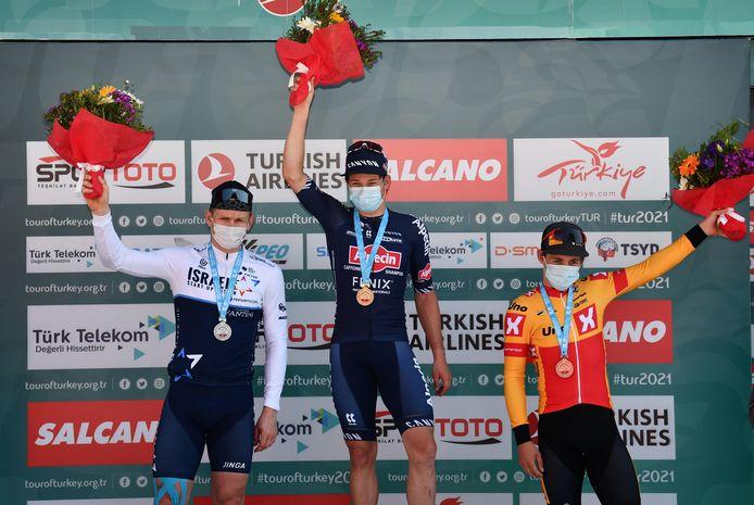 Jasper Philipsen mocht op het hoogste trapje van het podium plaatsnemen.