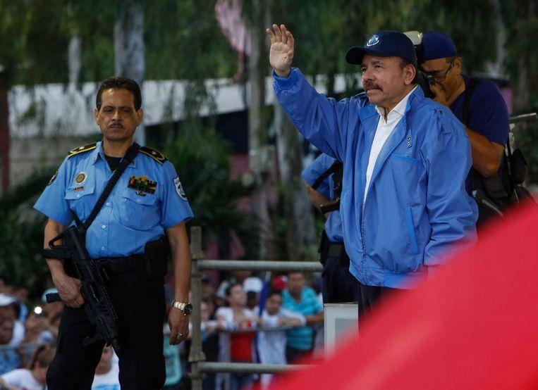 Daniel Ortega, de president van Nicaragua (rechts).  Beeld AP
