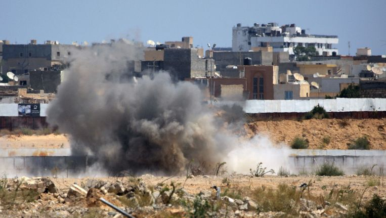 Het complex van Kadhafi ligt onder vuur. Beeld AP