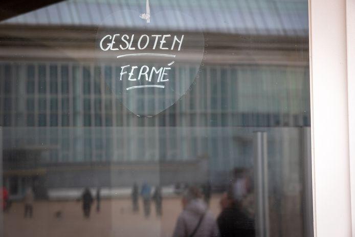 Een gesloten restaurant op de dijk van Oostende midden maart 2020, de start van de coronapandemie.