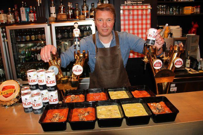 Cafébaas Tom Sintobin van De Koornmarkt verkoopt straks balletjes in tomatensaus en op Oosterse wijze in een afhaalformule.