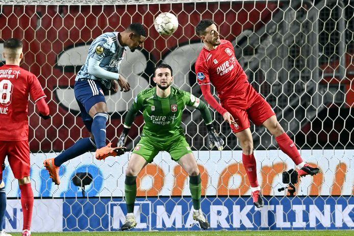 Sébastien Haller kopt de 0-1 binnen.