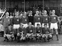 Het elftal van SV Gouda in de beginjaren '70, met linksonder Piet van Mullem.