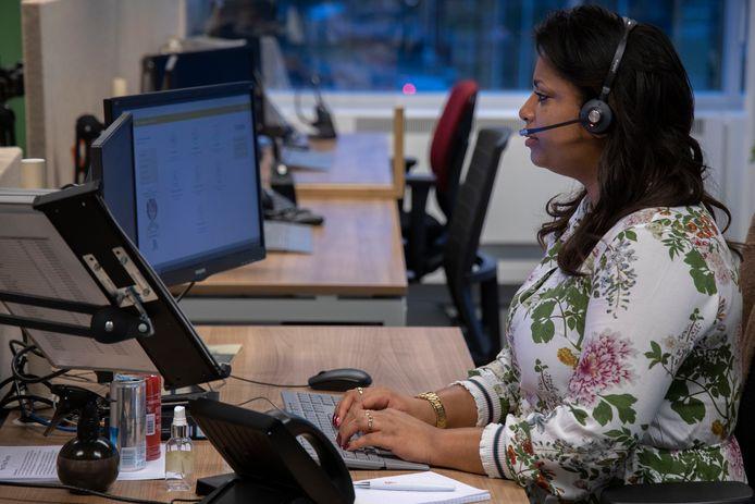 Triagisten van huisartsenposten krijgen een ongekend hoog aantal telefoontjes in de weekenden.