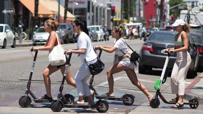 De elektrische step is in veel steden al een bekend beeld.