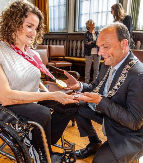Koninklijke onderscheiding voor gouden paralympische sporter Jitske Visser uit Zwolle