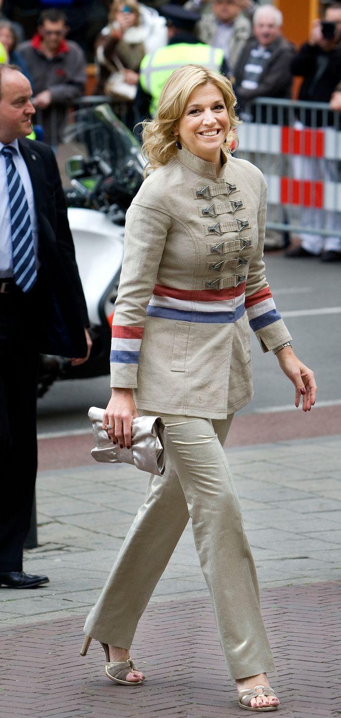 Koningin Maxima bij aankomst bij de Modebiennale in Arnhem in 2009.  ANP ROYAL IMAGES / ROBIN UTRECHT