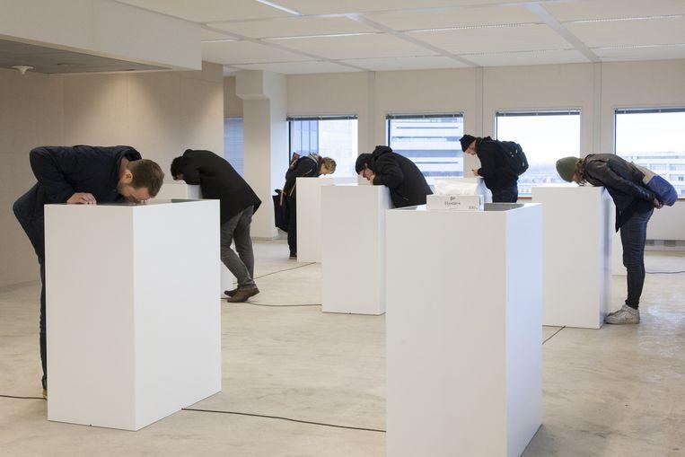 Ook op IFFR: Spaces within, installaties in een leegstaand kantoorgebouw aan Hofplein 20, met werk van Peter Liechti (Zwitserland), Apichatpong Weerasethakul (Thailand), Fiona Tan (Nederland) en Kris Verdonck (België). Gratis te bezoeken. Beeld Adriaan van der Ploeg