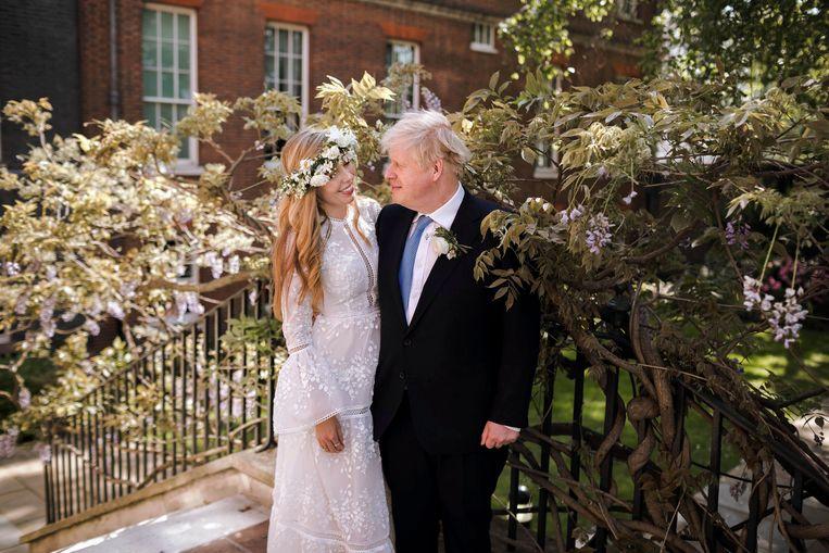 Boris Johnson en de 23 jaar jongere Carrie Symonds. Beeld AP