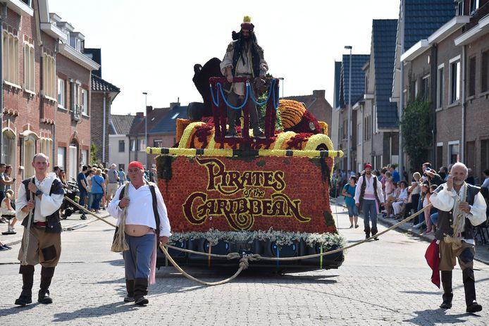 Bobo werkte met vijftig mensen twee dagen lang om Pirates of The Carribean in bloemen uit te werken.