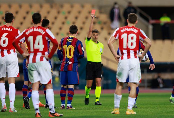 Lionel Messi zag voor de eerste keer in zijn carrière rood voor FC Barcelona.