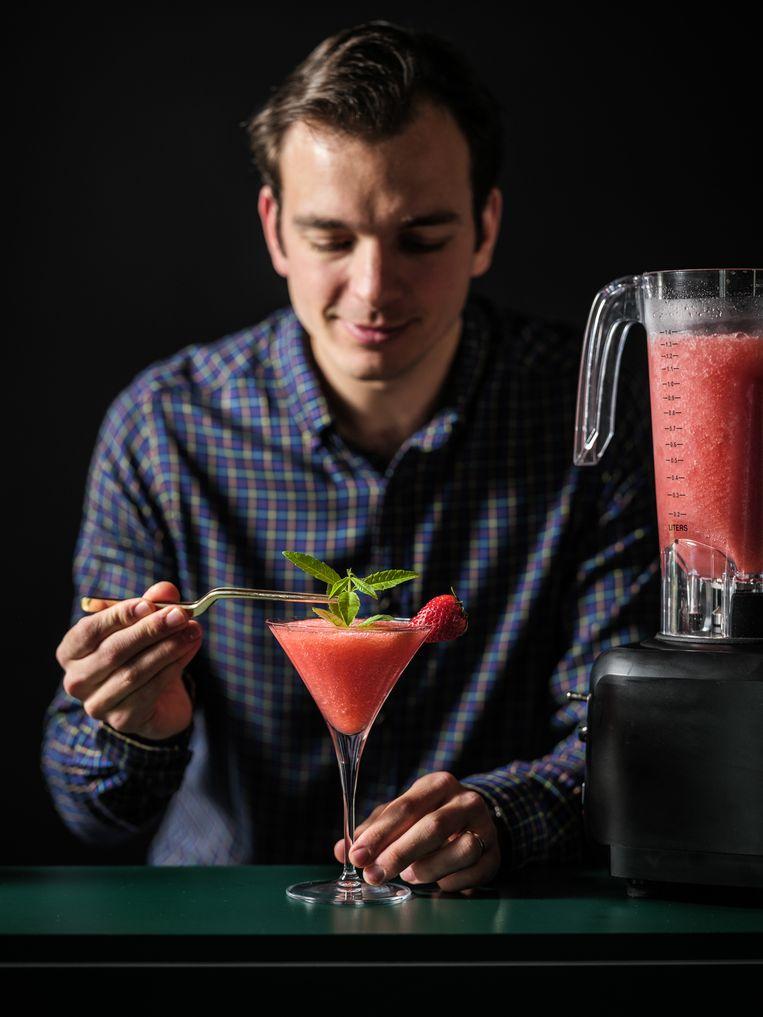 In de frosé van sommelier en bartender Hannes Desmedt is rosé het hoofdingrediënt van deze cocktail.  Beeld Pieter D'Hoop