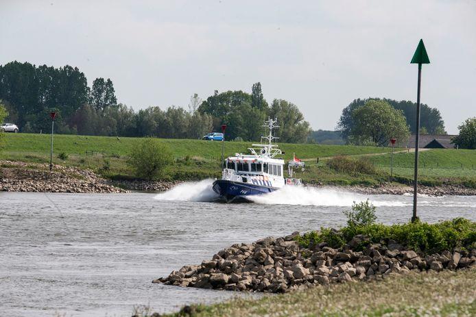 De politie zocht maandagmiddag naar de vermiste Nico Nijman op de IJssel tussen Brummen en Zutphen.