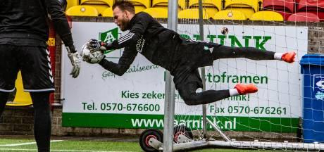 Feyenoorder Nick Marsman showt Raalter jeugd zijn keeperskunsten: 'Het is toch een vak apart'