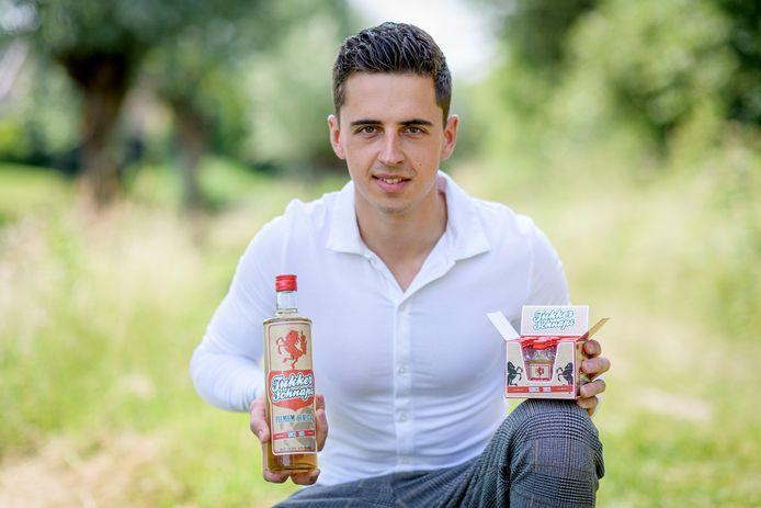 Julian ter Horst (20) uit Haaksbergen bedacht het label Tukker Schnaps.