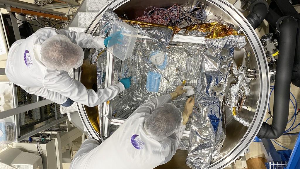 Le Centre Spatial de Liège teste une cuve à vide pour décontaminer les masques.