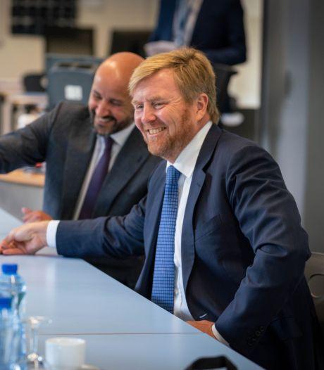 Koning Willem-Alexander onder de indruk van drive en energie bij Presikhaaf University