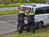 Automobiliste aangehouden nadat ze politieagent schopt