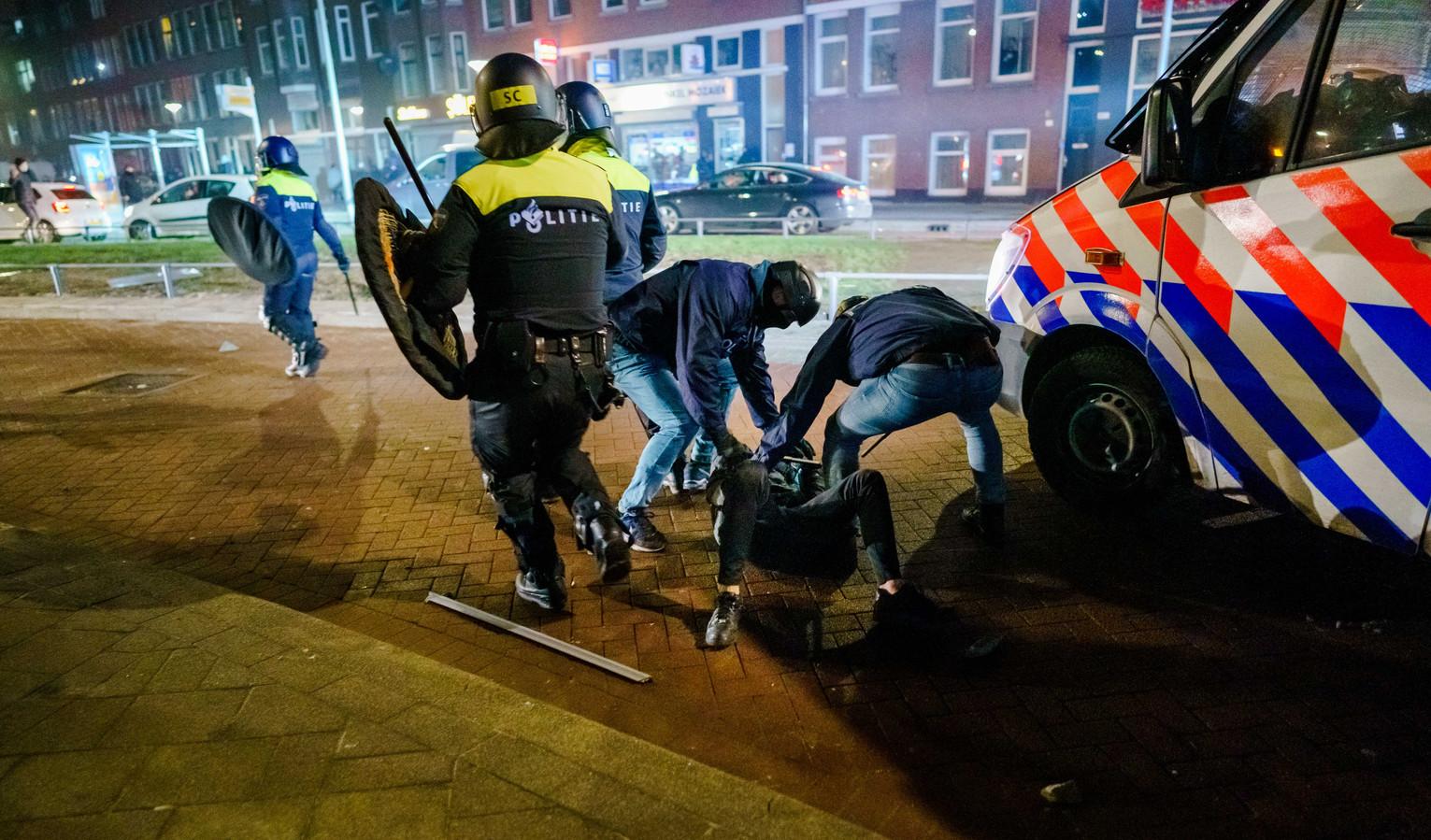 De politie heeft een relschopper te pakken nadat de agenten werden bekogeld met zwaar vuurwerk en stenen.
