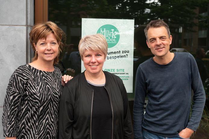 Esther Blik (l), Clazien Hamelink en William van de Groep voor hun nieuwe locatie aan het Blokzijlpark in Amersfoort.