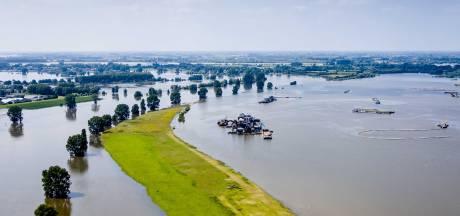 Waterpeil in Maas razendsnel naar beneden, Rijn blijft nog lang hoog