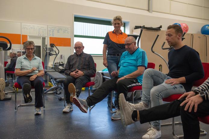 De 65-plussers die meedoen met de pilot Thuis Onbezorgd Mobiel (TOM) in Ommen, Dedemsvaart en Balkbrug zitten niet stil.