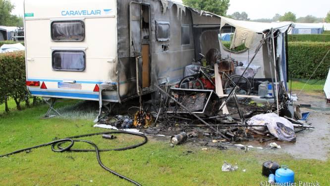 Hevig brandje brengt caravan ernstige schade toe