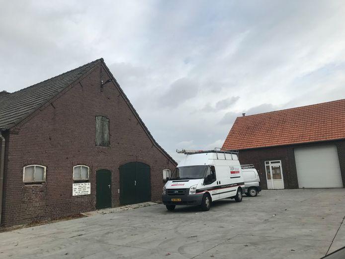 De locatie aan de Zeelandsedijk waar T&W Bouw een nieuwe bedrijfshal wil gaan bouwen