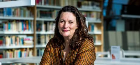 Planten op vakantie in de bieb, boksen tussen de boeken: geen idee is te gek voor bibliotheekdirecteur Deirdre (50)