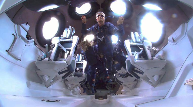 Richard Branson is een paar minuten gewichtsloos in zijn SpaceShip Two Unity 22.  Beeld EPA