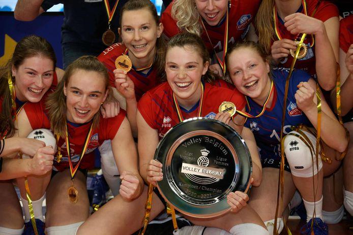 Acht punten voorsprong na de reguliere competitie en foutloze play-offs. Asterix Avo is de verdiende kampioen.