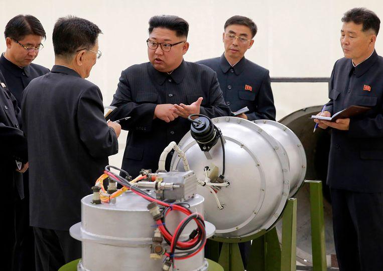 De Noord-Koreaanse leider Kim Jong-un (midden). Beeld AP