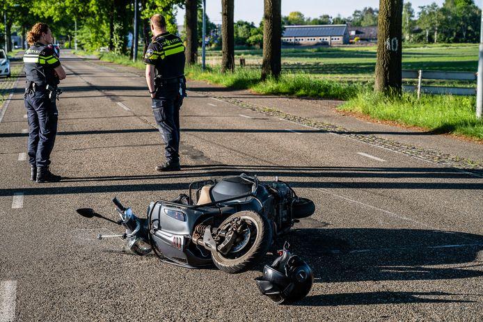 Twee bestuurders gewond naar ziekenhuis na botsing bij Goirle.