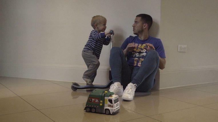 Eden Hazard met één van zijn zoontjes