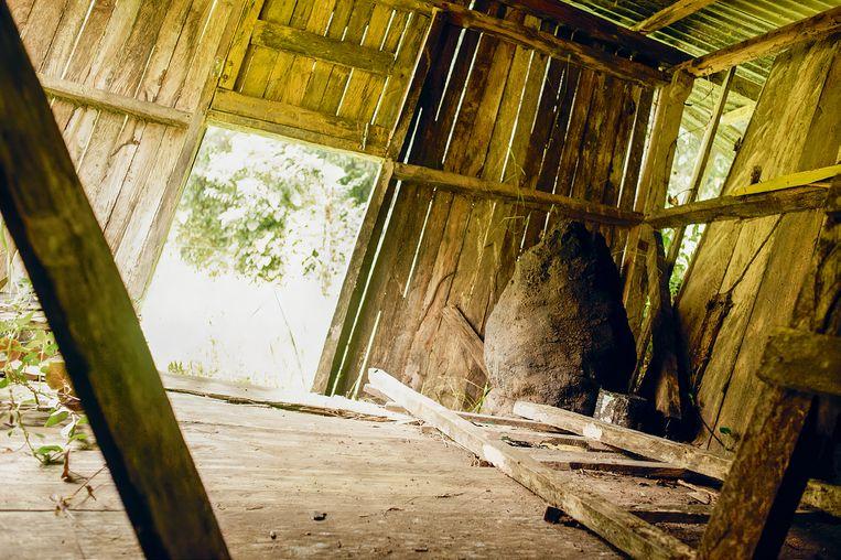 In deze hut brachten Kris en Lisanne waarschijnlijk de nacht van 1 op 2 april door. Beeld Uit boek Verloren in de jungle