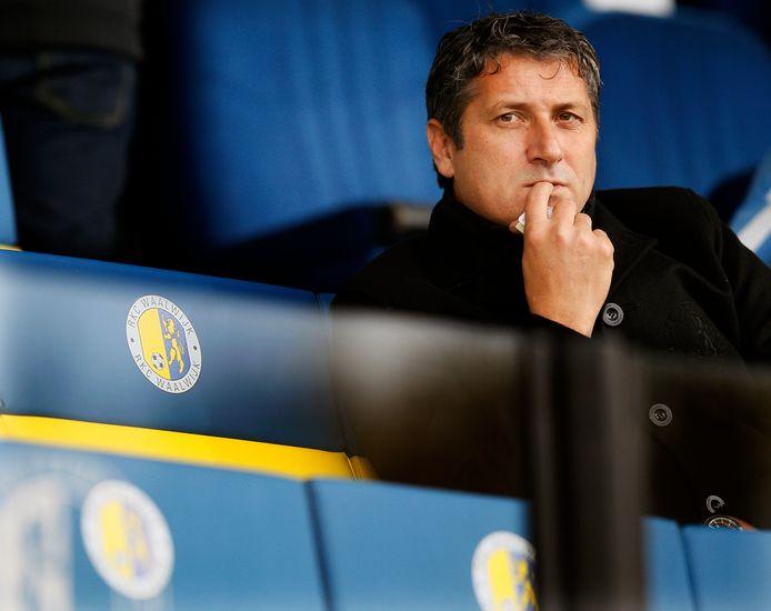 Ruud Brood als trainer van RKC op de tribune