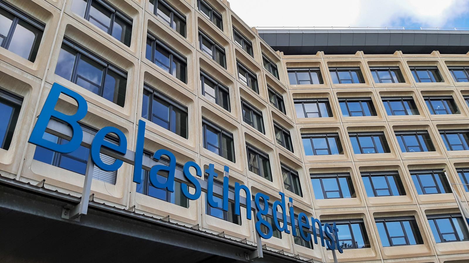 Het gebouw van de Belastingdienst aan de Groningensingel in Arnhem-Zuid.