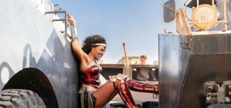 """""""Wonder Woman 1984"""" est déjà à voir sur votre petit écran: ça vaut le coup ou pas?"""