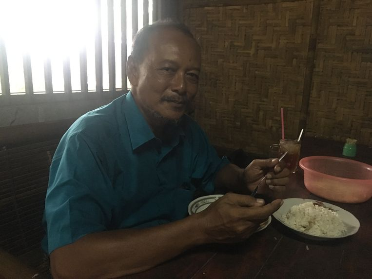 Sri Mulyono: Als ik het per ongeluk een weekje oversla, voel ik me ontzettend moe. Dan weet ik: ik moet weer hondevlees eten. Beeld Marianne Slegers