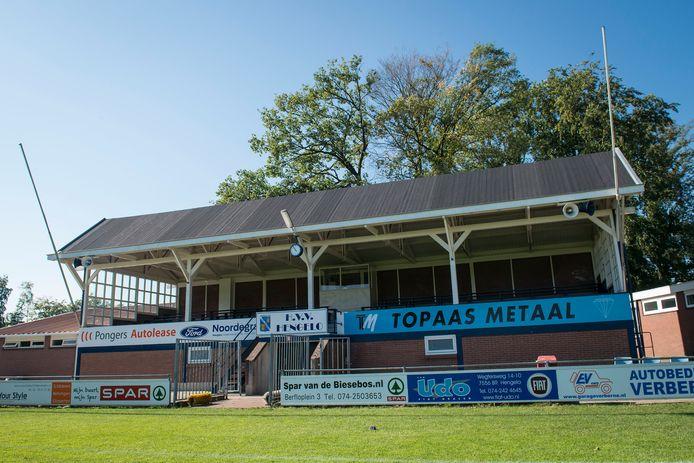 De historische tribune van HVV Hengelo uit het jaar 1932.