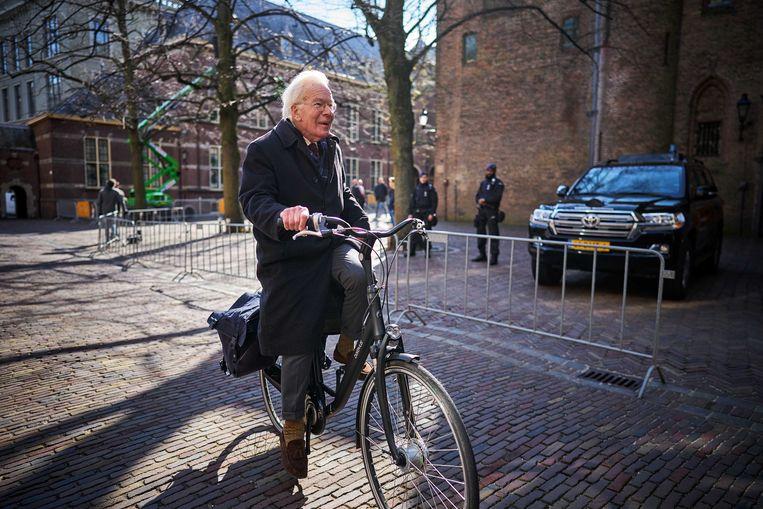 Informateur Tjeenk Willink komt aan op het Binnenhof. Beeld ANP