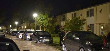 Ruiten vernield na harde knal in Almelo, eigenaar tast in het duister