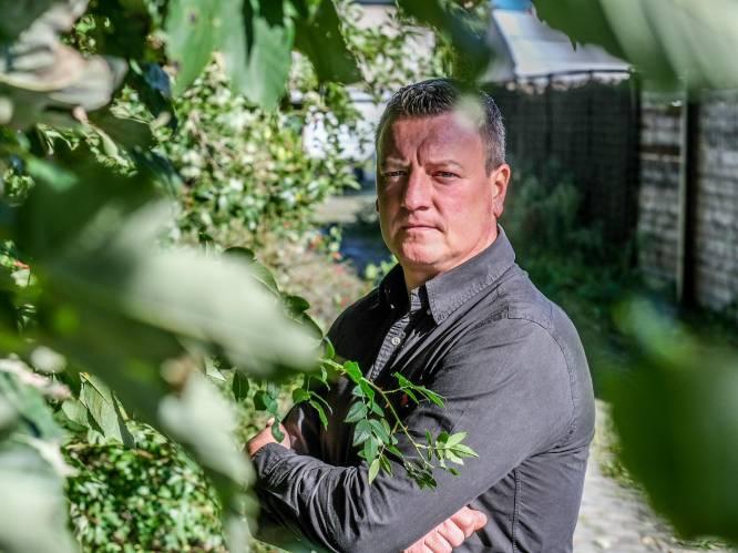 """Renzy (45) was pas 10 toen vader voor z'n ogen moeder vermoordde: """"Hij fluisterde dat hij me graag zag. Daarna schoot hij m'n mama dood"""""""