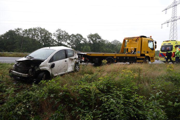 Auto belandt in sloot langs A50 Nistelrode