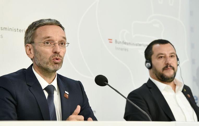 De Oostenrijkse minister van Binnenlandse Zaken Herbert Kickl  (links) van de extreemrechtse FPÖ en zijn Italiaanse ambtsgenoot Matteo Salvini.