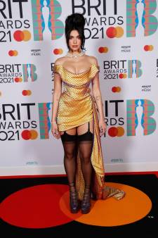 Fluo et imprimés nineties: les tenues les plus marquantes des Brit Awards